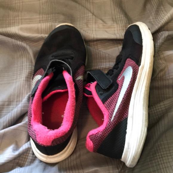 29a3b8d5d9 Nike Shoes   Cute Pink And Black Velcro Girl   Poshmark